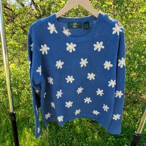 Or is blue knitted Sweater with flower design